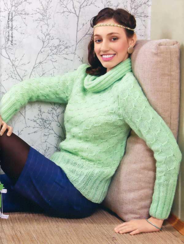Кофточка светло-зеленого цвета вязанная спицами