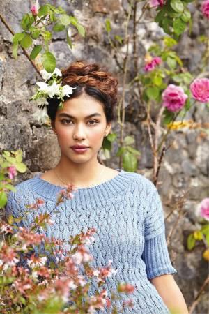 Женский ажурный пуловер вязаный спицами