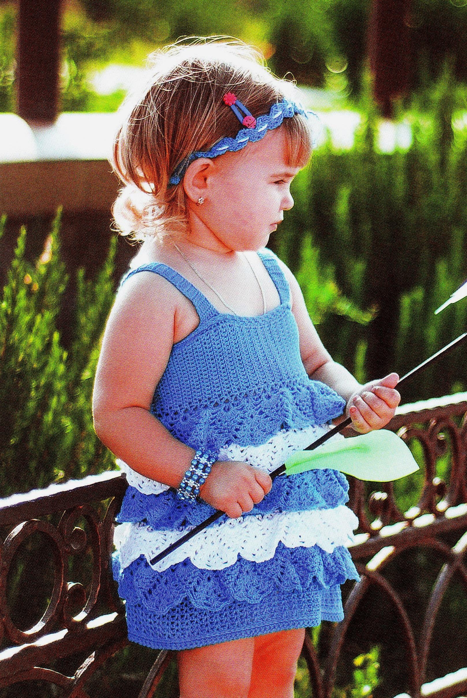 Голубое детское платье крючком