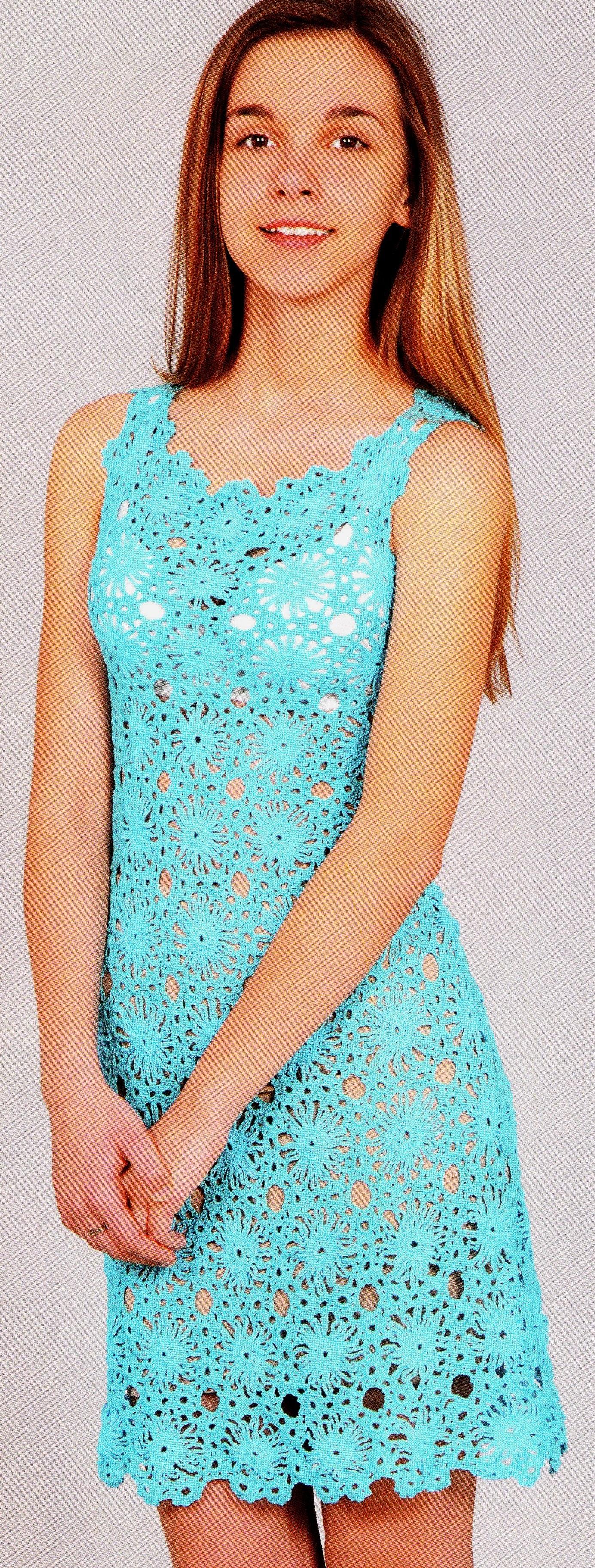 Голубое цветочное платье крючком