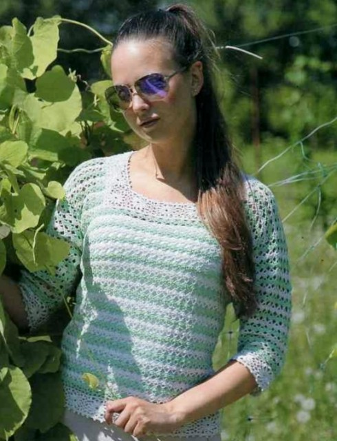 Пуловер с кружевами вязаный крючком