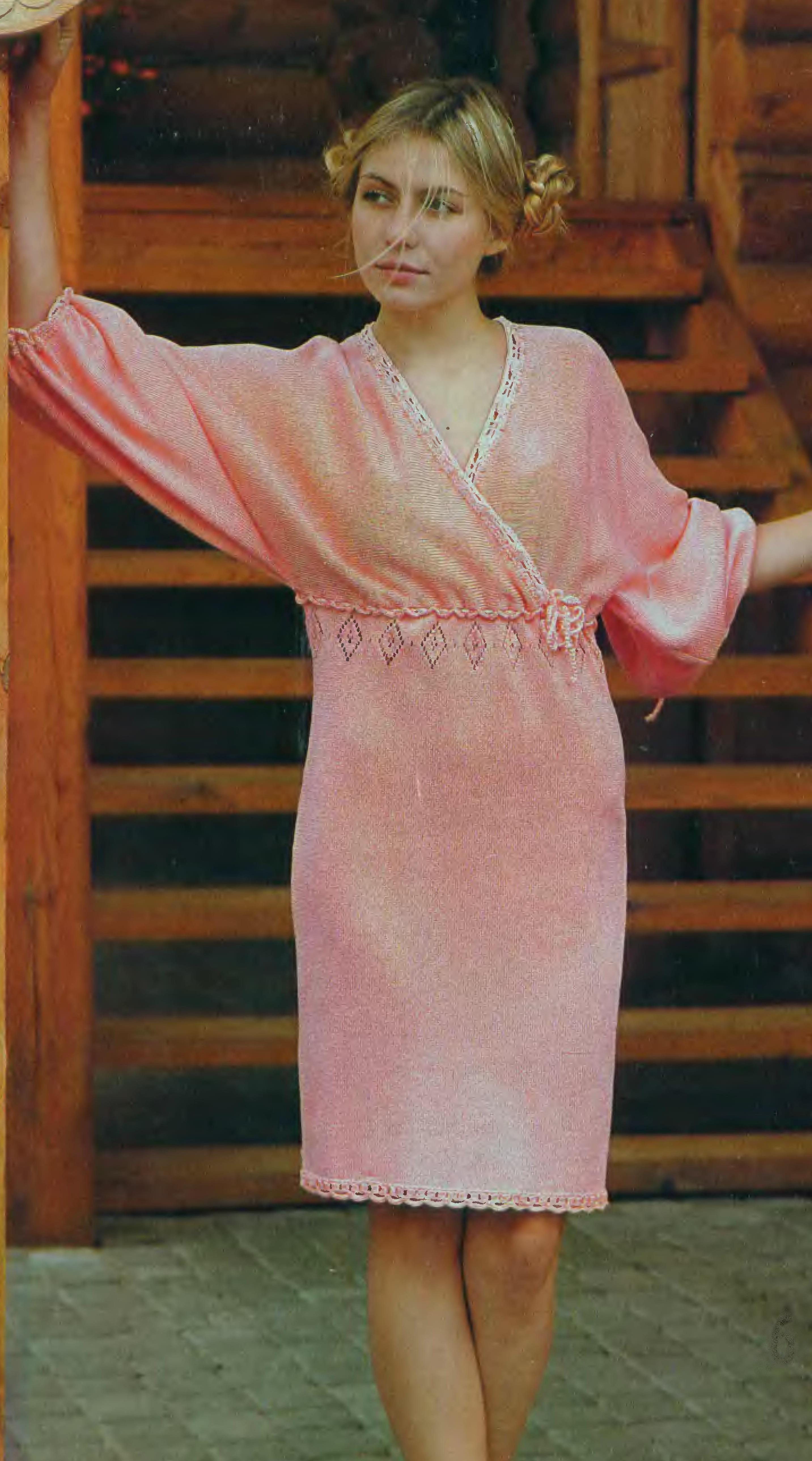 Платье с рукавами кимоно спицами